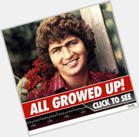"<a href=""/hot-men/mac-davis/is-he-still-alive-living-married-or-performing"">Mac Davis</a> Average body,  dark brown hair & hairstyles"
