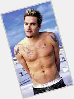 "<a href=""/hot-men/mark-mcgrath/is-he-married-related-blake-and-brothers-mom"">Mark Mcgrath</a> Average body,  light brown hair & hairstyles"
