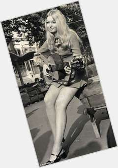 "<a href=""/hot-women/mary-hopkin/is-she-still-alive-married-where-hopkins-now"">Mary Hopkin</a> Average body,  blonde hair & hairstyles"