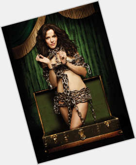 "<a href=""/hot-women/mary-louise-parker/is-she-married-nice-pregnant-single-dating-related"">Mary Louise Parker</a> Slim body,  dark brown hair & hairstyles"