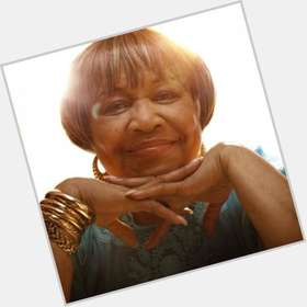 "<a href=""/hot-women/mavis-staples/is-she-still-alive-married-living-guitarist-tall"">Mavis Staples</a>  light brown hair & hairstyles"