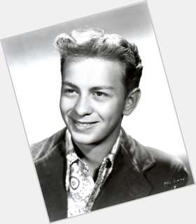 "<a href=""/hot-men/mel-torme/is-he-still-alive-or-death-why-called"">Mel Torme</a> Average body,  grey hair & hairstyles"