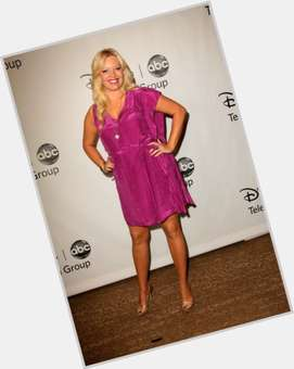 "<a href=""/hot-women/melissa-peterman/is-she-pregnant-married-again-still-thin-here"">Melissa Peterman</a> Average body,  blonde hair & hairstyles"
