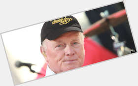 "<a href=""/hot-men/mike-love/is-he-jerk-still-alive-bald-married-republican"">Mike Love</a> Average body,  grey hair & hairstyles"
