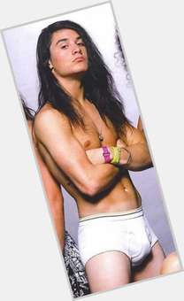 "<a href=""/hot-men/mike-patton/is-he-married-crazy-still-douche-single-religious"">Mike Patton</a> Average body,  dark brown hair & hairstyles"
