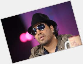 "<a href=""/hot-men/mika-singh/is-he-married-brother-daler-mehndi-chamar-dating"">Mika Singh</a> Average body,  dark brown hair & hairstyles"