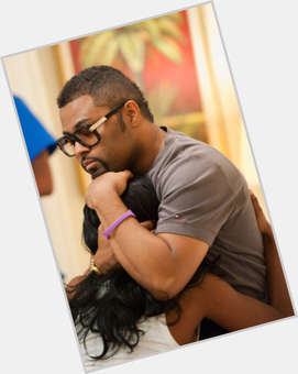 "<a href=""/hot-men/musiq-soulchild/is-he-cross-eyed-married-christian-blind-one"">Musiq Soulchild</a> Average body,  dark brown hair & hairstyles"