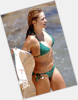 Myrka Dellanos light brown hair & hairstyles Voluptuous body,
