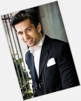 "<a href=""/hot-men/nakuul-mehta/is-he-married-real-life-gujarati-happily-jankee"">Nakuul Mehta</a> Slim body,  black hair & hairstyles"