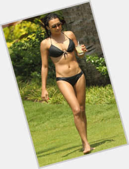 "<a href=""/hot-women/naya-rivera/is-she-engaged-black-anorexic-spanish-mm-commercial"">Naya Rivera</a> Athletic body,  black hair & hairstyles"
