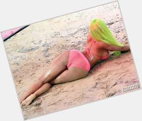 "<a href=""/hot-women/nicki-minaj/is-she-married-bi-drake-bald-british-butt"">Nicki Minaj</a> Voluptuous body,  multi-colored hair & hairstyles"