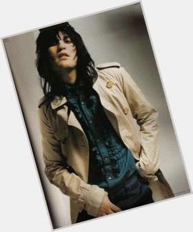 "<a href=""/hot-men/noel-fielding/is-he-nice-bi-married-single-straight-drugs"">Noel Fielding</a> Slim body,  black hair & hairstyles"