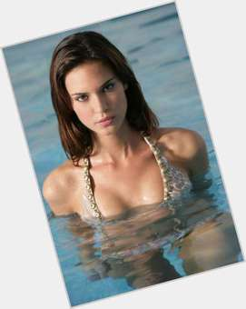 "<a href=""/hot-women/odette-annable/is-she-pregnant-leaving-breaking-married-still-coming"">Odette Annable</a> Slim body,  dark brown hair & hairstyles"