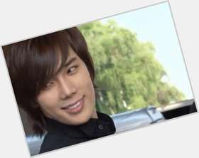 "<a href=""/hot-men/park-jung-min/is-he-virgin-married-any-dramas-girlfriend-what"">Park Jung Min</a> Average body,  dark brown hair & hairstyles"