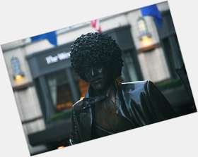 "<a href=""/hot-men/phil-lynott/is-he-black-still-alive-died-where-buried"">Phil Lynott</a>  black hair & hairstyles"