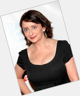 "<a href=""/hot-women/rachel-dratch/is-she-married-still-john-wahl-too-ugly"">Rachel Dratch</a> Average body,  dark brown hair & hairstyles"