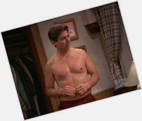 "<a href=""/hot-men/ray-romano/is-he-atheist-catholic-married-parenthood-christian-jerk"">Ray Romano</a> Average body,  dark brown hair & hairstyles"
