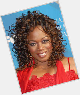"<a href=""/hot-women/regina-taylor/is-she-married"">Regina Taylor</a> Average body,  dark brown hair & hairstyles"