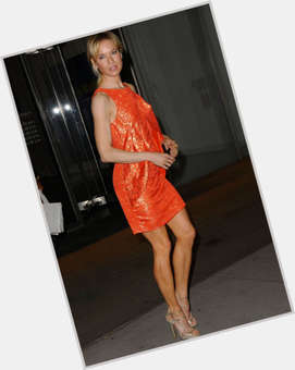 Renee Zellweger blonde hair & hairstyles Athletic body,