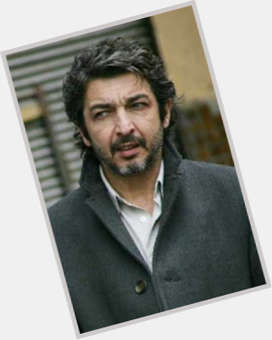 "<a href=""/hot-men/ricardo-darin/is-he-married"">Ricardo Darin</a> Average body,  black hair & hairstyles"