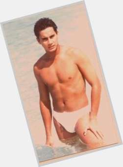 "<a href=""/hot-men/richard-gomez/is-he-wife-mother-what-height-where-now"">Richard Gomez</a> Athletic body,  black hair & hairstyles"