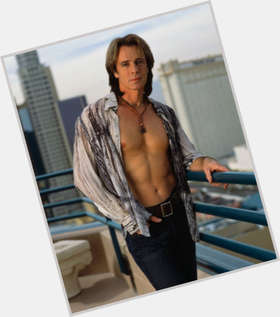 "<a href=""/hot-men/rick-springfield/is-he-married-australian-general-hospital-still-related"">Rick Springfield</a> Slim body,  dark brown hair & hairstyles"
