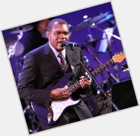 "<a href=""/hot-men/robert-cray/is-he-married-blind-still-alive-wife-where"">Robert Cray</a> Average body,  black hair & hairstyles"