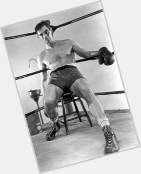 "<a href=""/hot-men/robert-ryan/is-he-still-alive-where-buried-tall"">Robert Ryan</a> Average body,  dark brown hair & hairstyles"