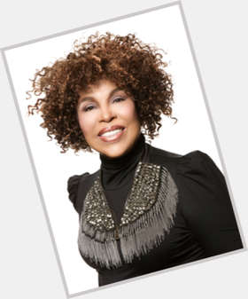 "<a href=""/hot-women/roberta-flack/is-she-still-alive-married-blind-performing-or"">Roberta Flack</a> Average body,  black hair & hairstyles"