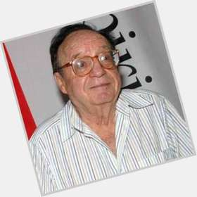 "<a href=""/hot-men/roberto-gomez-bolanos/is-he-alive-sick-much-worth-tall"">Roberto Gomez Bolanos</a> Average body,  dark brown hair & hairstyles"