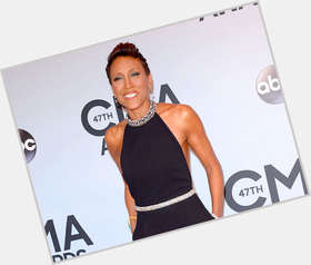"<a href=""/hot-women/robin-roberts/is-she-married-christian-still-gma-leaving-ok"">Robin Roberts</a> Average body,  dark brown hair & hairstyles"