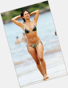 "<a href=""/hot-women/rocsi/is-she-diaz-married-hoe-rossi-leaving-criminal"">Rocsi</a> Slim body,  dark brown hair & hairstyles"