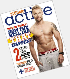 "<a href=""/hot-men/ronan-keating/is-he-married-single-related-karen-divorce-still"">Ronan Keating</a> Average body,  blonde hair & hairstyles"