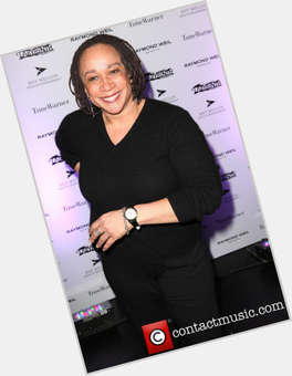 "<a href=""/hot-women/s-epatha-merkerson/is-she-married-really-sick-s.epatha-ill-dating"">S Epatha Merkerson</a> Average body,  dark brown hair & hairstyles"