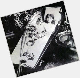"<a href=""/hot-women/sarah-bernhardt/is-she-peony-fragrant-tree-why-famous-where"">Sarah Bernhardt</a> Slim body,  red hair & hairstyles"