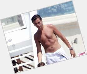 Scott Disick dark brown hair & hairstyles Athletic body,