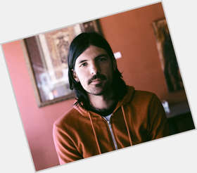 "<a href=""/hot-men/seth-avett/is-he-married-alcoholic-still-divorced-dating-jennifer"">Seth Avett</a> Average body,  black hair & hairstyles"