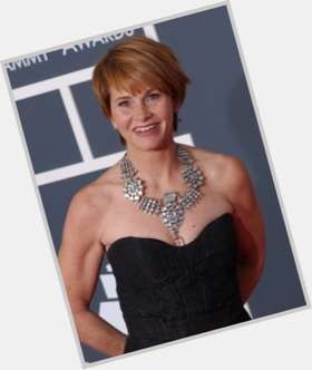 "<a href=""/hot-women/shawn-colvin/is-she-married-irish-bipolar-husband-dating-where"">Shawn Colvin</a> Average body,  dark brown hair & hairstyles"