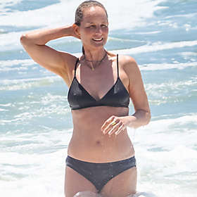 Helen Hunt in Bikini