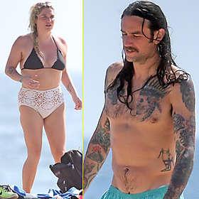 Kesha in Bikini