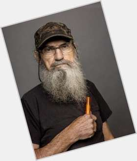 "<a href=""/hot-men/si-robertson/is-he-married-drunk-rich-really-crazy-leaving"">Si Robertson</a> Average body,  salt and pepper hair & hairstyles"