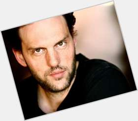 "<a href=""/hot-men/silas-weir-mitchell/is-he-married-leaving-grimm-actor-state-farm"">Silas Weir Mitchell</a> Average body,  light brown hair & hairstyles"