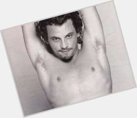 "<a href=""/hot-men/skeet-ulrich/is-he-married-related-lars-robert-son-johnny"">Skeet Ulrich</a> Average body,  dark brown hair & hairstyles"