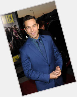 Skylar Astin dark brown hair & hairstyles Athletic body,