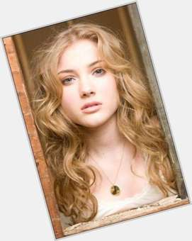 "<a href=""/hot-women/skyler-samuels/is-she-dating-benjamin-stone-hair-naturally-curly"">Skyler Samuels</a> Slim body,  blonde hair & hairstyles"