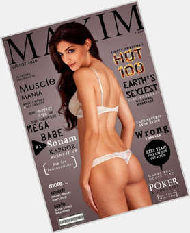 "<a href=""/hot-women/sonam-kapoor/is-she-diabetic-related-kareena-married-fair-dark"">Sonam Kapoor</a> Average body,  black hair & hairstyles"