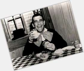 "<a href=""/hot-men/soupy-sales/is-he-still-alive-or-related-mel-gibson"">Soupy Sales</a> Average body,  grey hair & hairstyles"