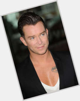 "<a href=""/hot-men/stephen-gately/is-he-still-alive-where-buried-grave-ashes"">Stephen Gately</a> Average body,  light brown hair & hairstyles"