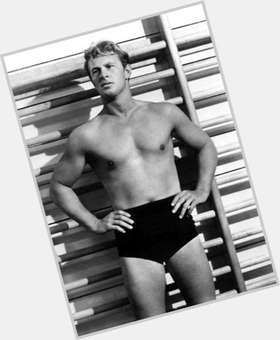 "<a href=""/hot-men/sterling-hayden/is-he-still-alive-where-buried"">Sterling Hayden</a> Average body,  grey hair & hairstyles"