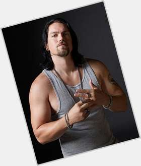 "<a href=""/hot-men/steve-howey/is-he-sons-anarchy-christian-soa-related-ron"">Steve Howey</a>  dark brown hair & hairstyles"